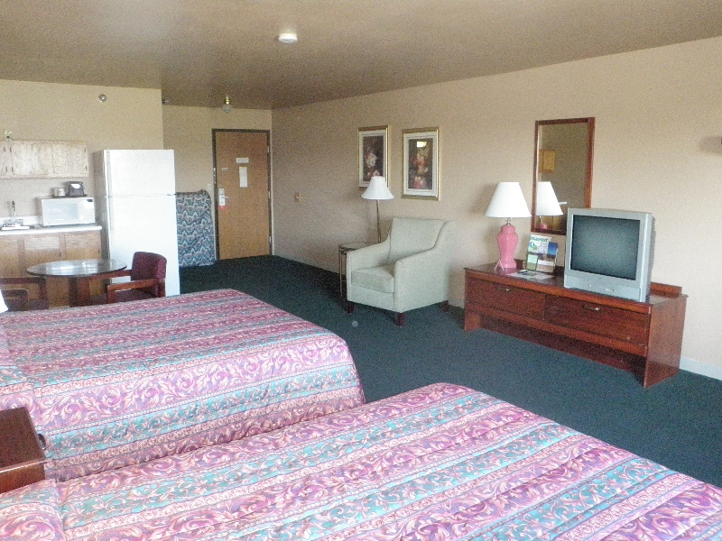 home-place-inn-127-room-213-double-kitchette-suite-nonsmoking