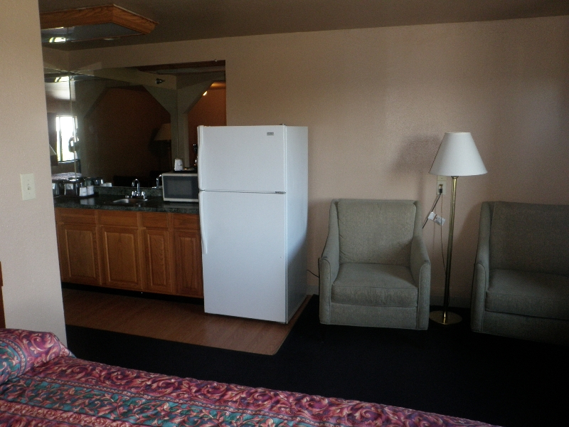 home-place-inn-room-201-double-kitchette-suite-smoking-7