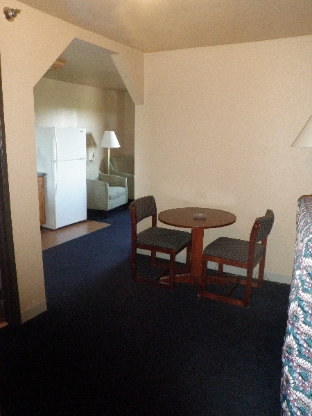 home-place-inn-room-201-double-kitchette-suite-smoking