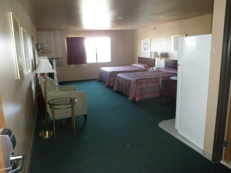 home-place-inn-room-213-double-kitchette-suite-nonsmoking-2
