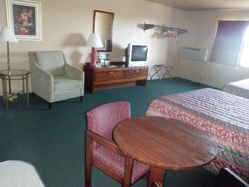 home-place-inn-room-213-double-kitchette-suite-nonsmoking-5