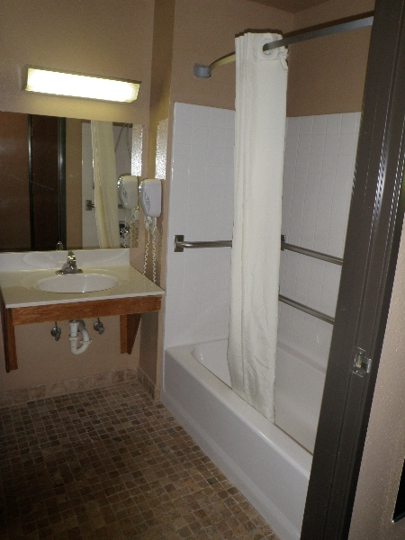 home-place-inn-room-116-single-handicap-nonsmoking-4