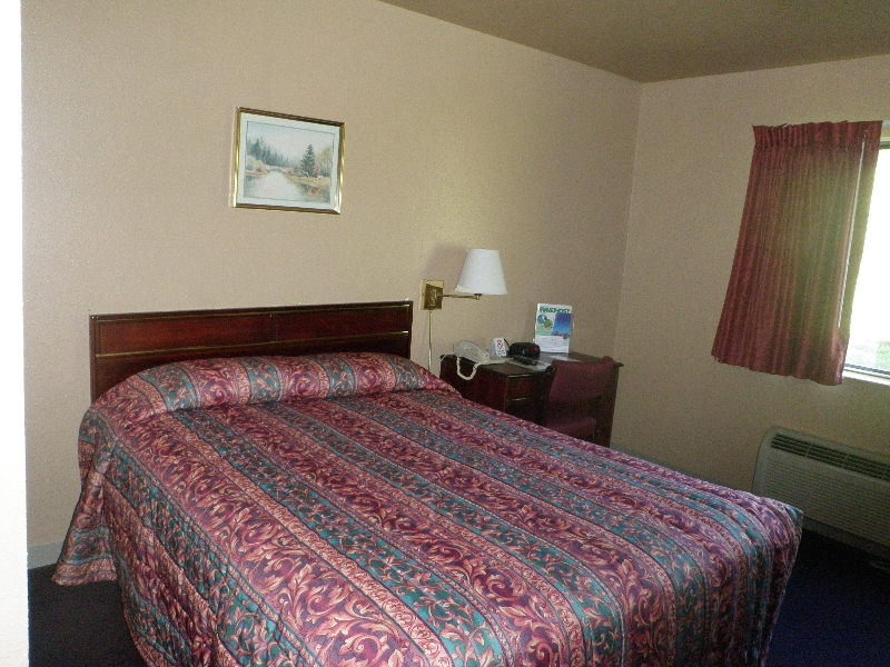 home-place-inn-room-116-single-handicap-nonsmoking-5