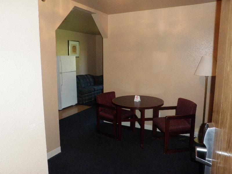 home-place-inn-13-room-228-single-kitchette-suite-nonsmoking
