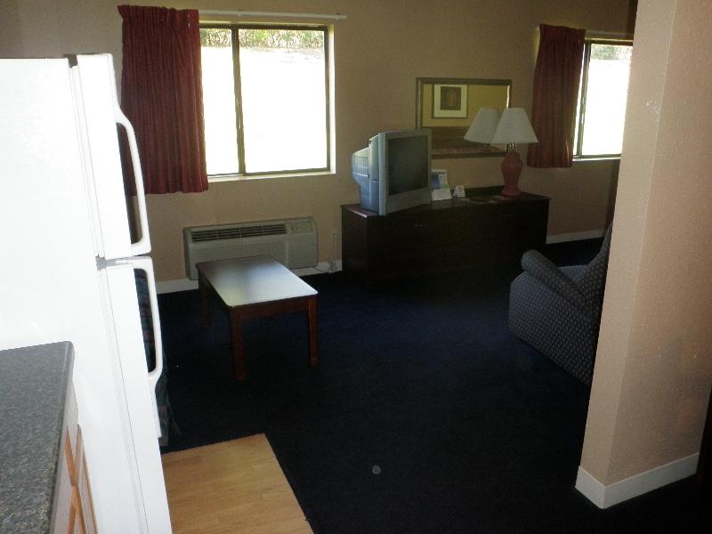 home-place-inn-room-228-single-kitchette-suite-nonsmoking-4