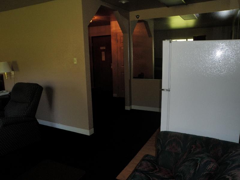 home-place-inn-room-228-single-kitchette-suite-nonsmoking-6