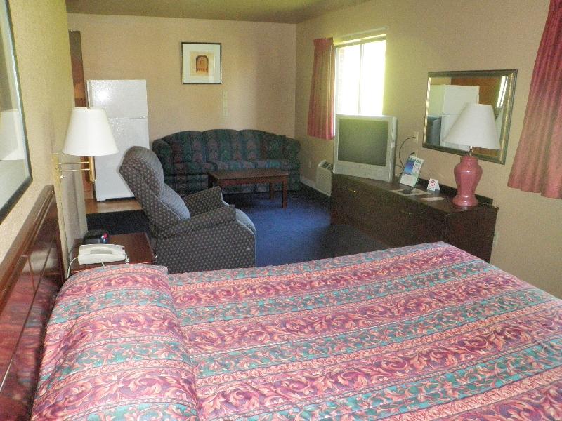 home-place-inn-room-228-single-kitchette-suite-nonsmoking-8