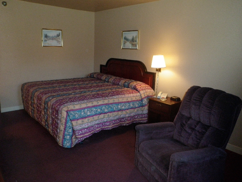 home-place-inn-room-202-single-smoking-6