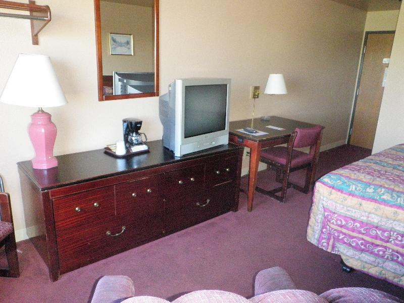 home-place-inn-room-215-single-nonsmoking-6